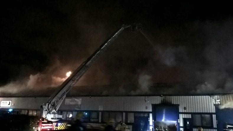 Пожар в промышленной зоне Лондона рис 2
