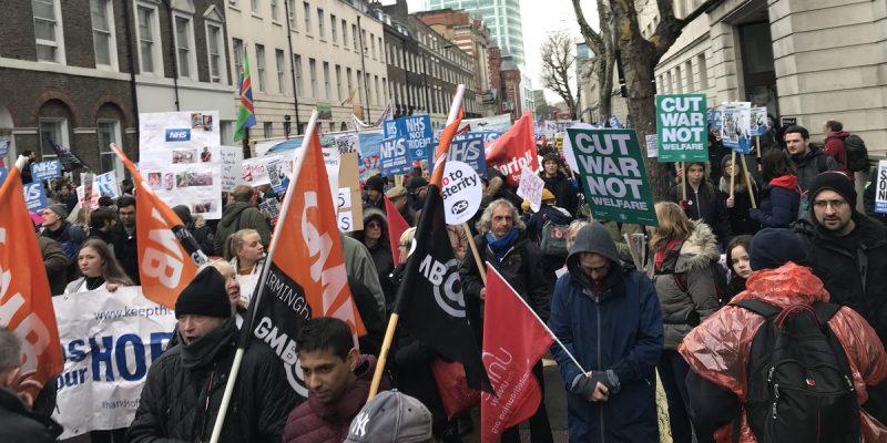 Здоровье и красота: В Лондоне прошли акции протестов против бездействия правительства в сфере здравоохранения