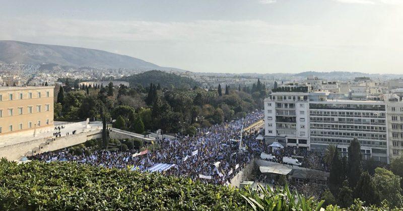 """Политика: """"Руки прочь от Македонии!"""": на улицах Афин проходят многотысячные протесты"""