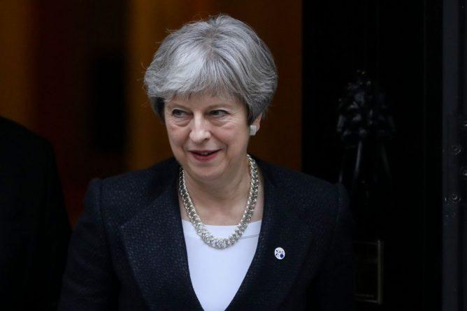 Политика: Мэй готовится покорять британские регионы
