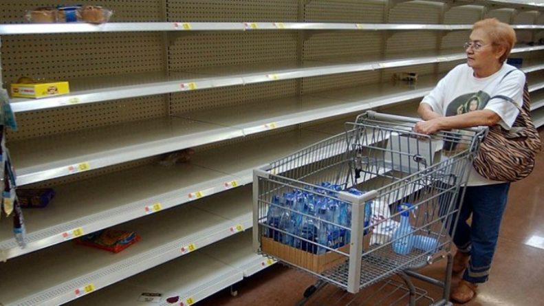 """Общество: """"Зверь с востока"""" вызвал хаос: британцы в панике опустошают полки магазинов"""