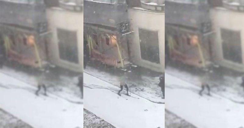 Юмор: Несмотря на скромное количество снега в Лондоне, люди ездят по улицам на лыжах