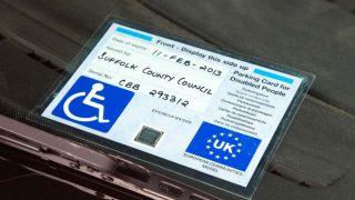 Британцы все чаще воруют бейджи из инвалидных автомобилей