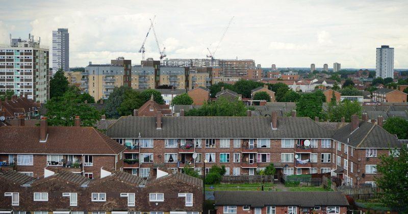 Недвижимость: Жилье в Великобритании продолжает дешеветь
