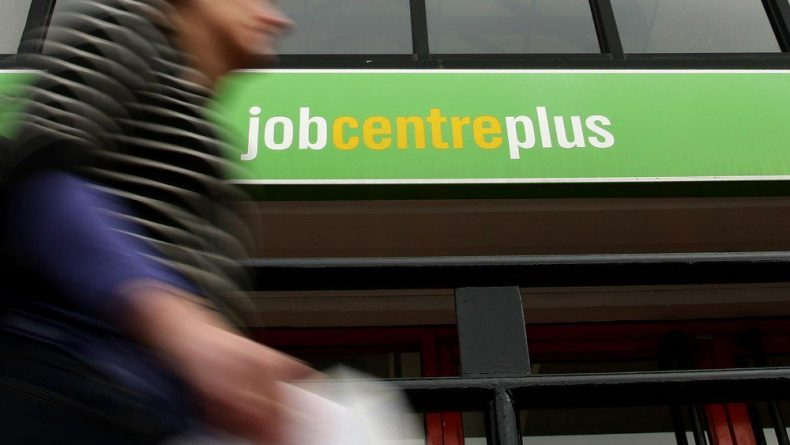 Общество: Безработица среди британцев начинает расти