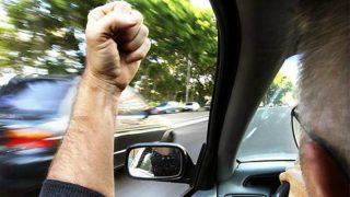 Водителей, показывающих неприличные жесты, теперь будут штрафовать на £1 тыс.