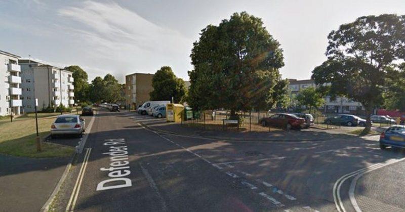 Происшествия: Двое подростков арестованы по подозрению в убийстве шестинедельного младенца в Саутгемптоне