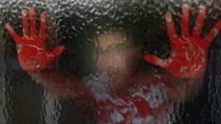 Очевидцы спокойно снимали, как избивают беззащитную женщину