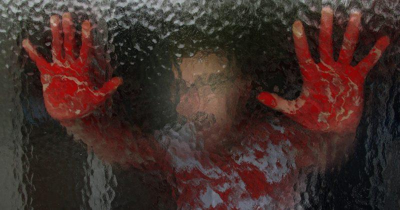 Происшествия: Очевидцы спокойно снимали, как избивают беззащитную женщину