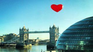 Сердечная атака в Лондоне: столицу заполонили гигантские сердца