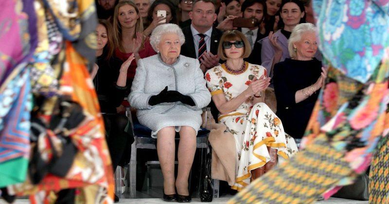 Общество: Королева посетила показ дизайнера Ричарда Куинна в рамках Лондонской недели моды