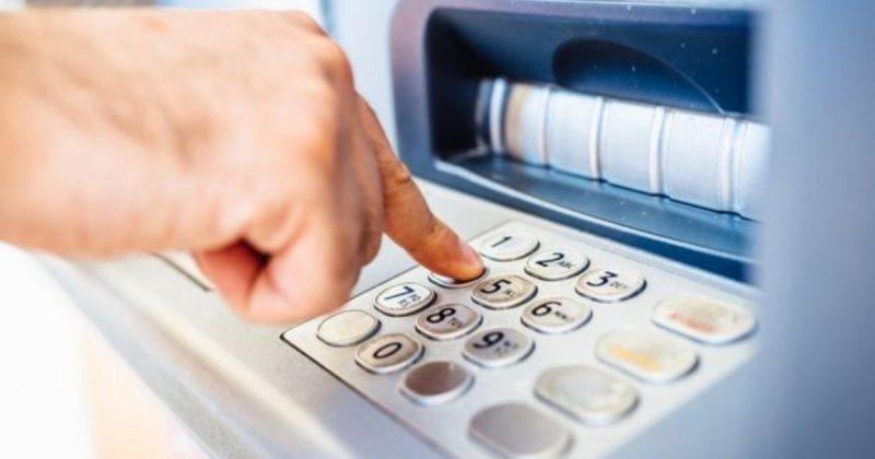 Бизнес и финансы: Тысячи бесплатных банкоматов Великобритании могут закрыться