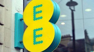 Со следующего месяца EE увеличивает счета для миллионов клиентов
