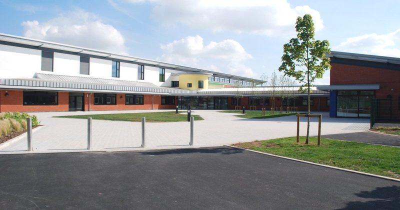 Общество: Отец школьника заплатил £600 штрафа за то, что отвез ребенка на отдых без разрешения