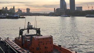 Лондонцы спасли женщину, упавшую в Темзу
