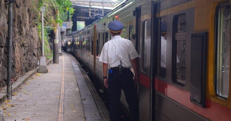 Происшествия: Голый мужчина спровоцировал задержки на железной дороге