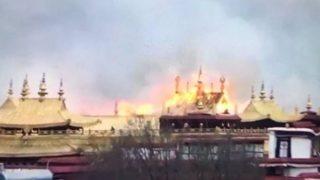 Священный буддийский монастырь в Тибете был охвачен пожаром