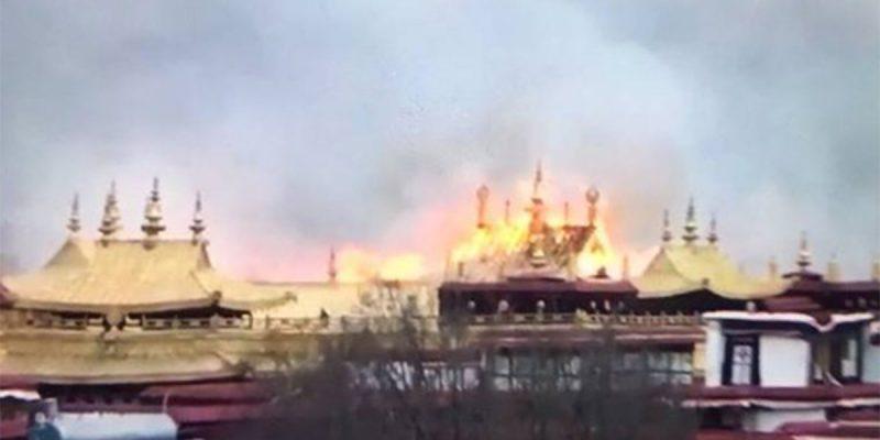 В мире: Священный буддийский монастырь в Тибете был охвачен пожаром
