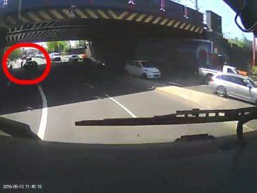 Водитель сбил велосипедиста в отместку за грубый жест
