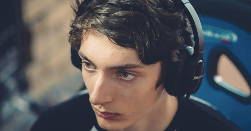Общество: Смертельное устройство: геймер убил себя из-за шума в ушах, который появился от наушников