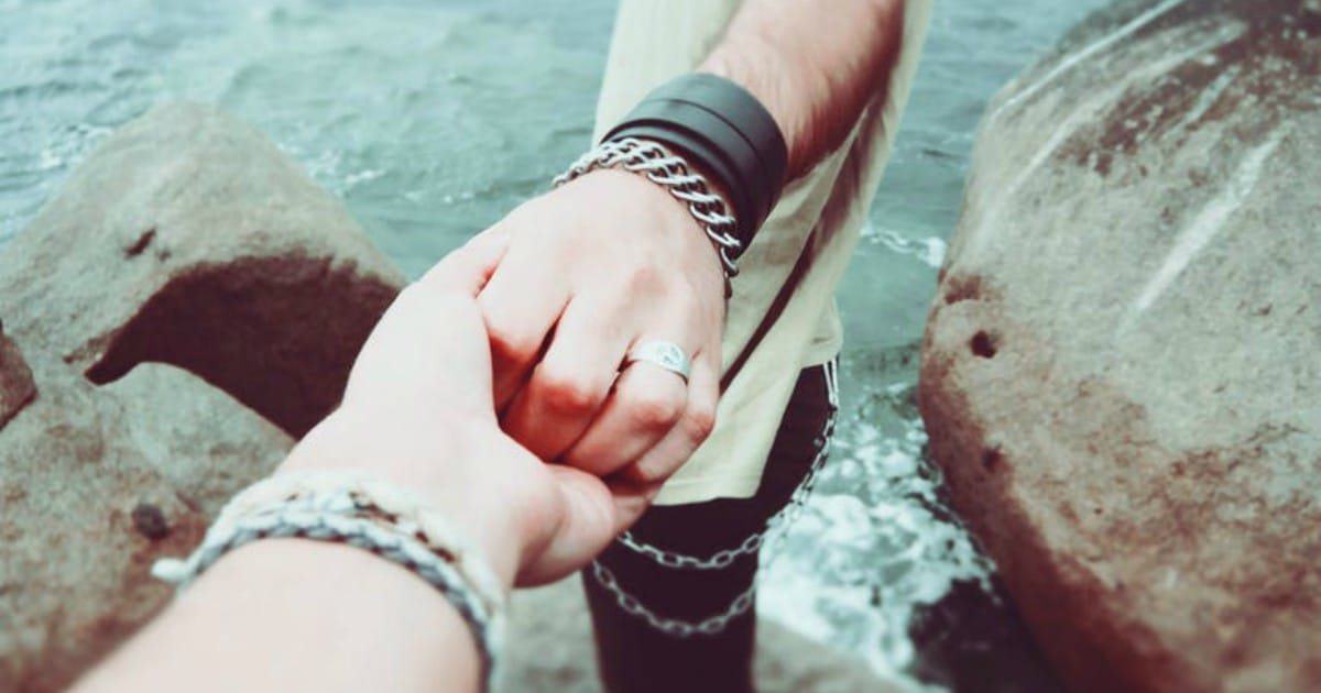 https://www.pexels.com/photo/couple-holding-hands-love-people-7707/