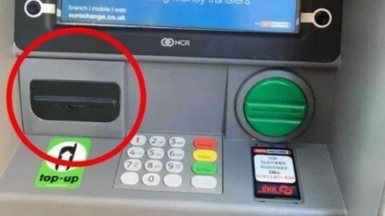 """Лайфхаки и советы: В Лондоне полицейский обнаружил камеру на банкомате для считывания PIN-кода, а вы сможете """"унюхать"""" мошенничество?"""