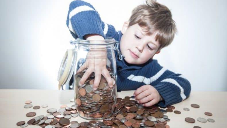 Общество: Мальчикам дают больше денег за хорошее поведение, чем девочкам: сколько британцы платят своим детям