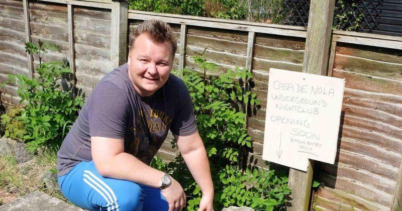 Общество: Британец сделал невероятное открытие во время перестройки своего заднего двора