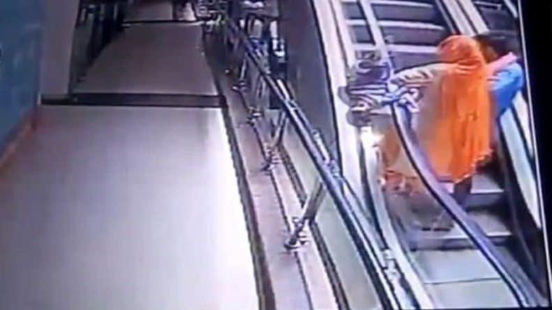 Видео: Смертельное селфи: мать упустила 10-месячную дочку с третьего этажа, когда пыталась сфотографироваться