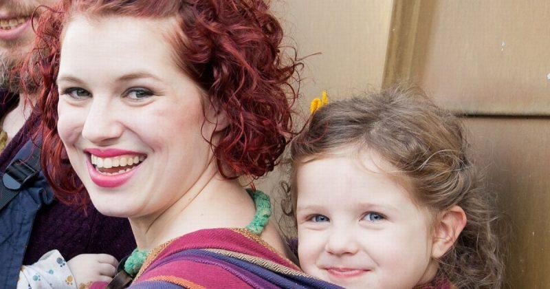 Популярное: Женщина гордится тем, что может кормить грудью свою пятилетнюю дочь два раза в день