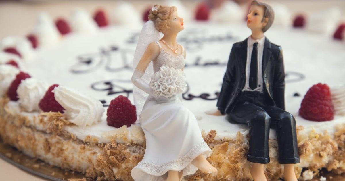 https://www.pexels.com/photo/food-couple-sweet-married-2226/