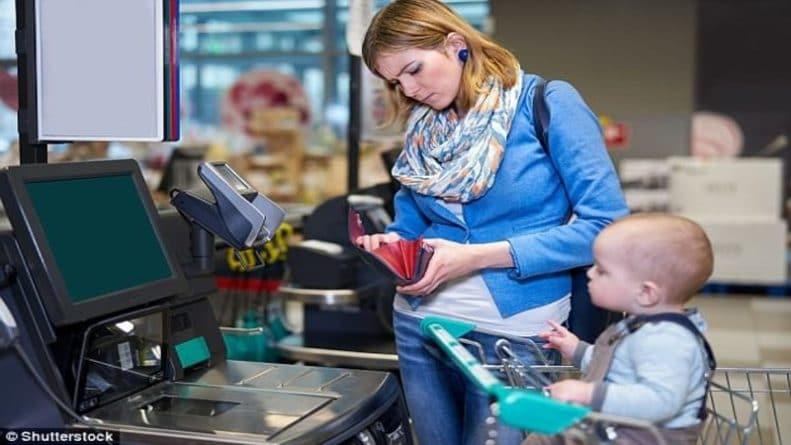 Общество: Кассы самообслуживания превращают британцев в воришек: дорогие авокадо покупатели выдают за морковку
