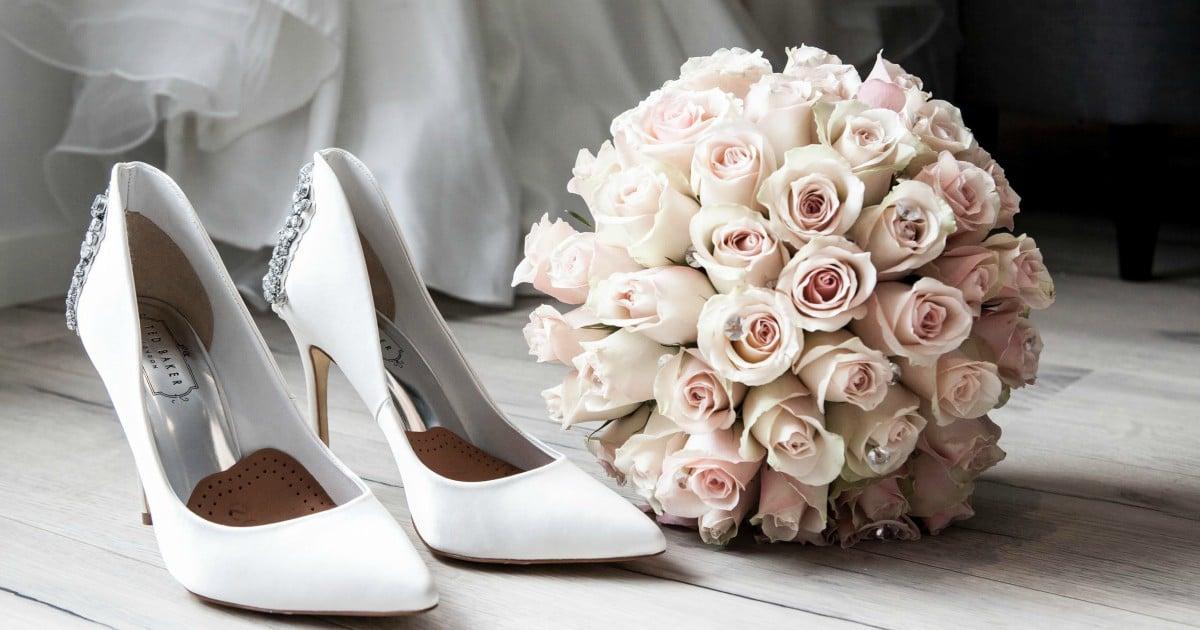 https://www.pexels.com/photo/wedding-preparation-313707/