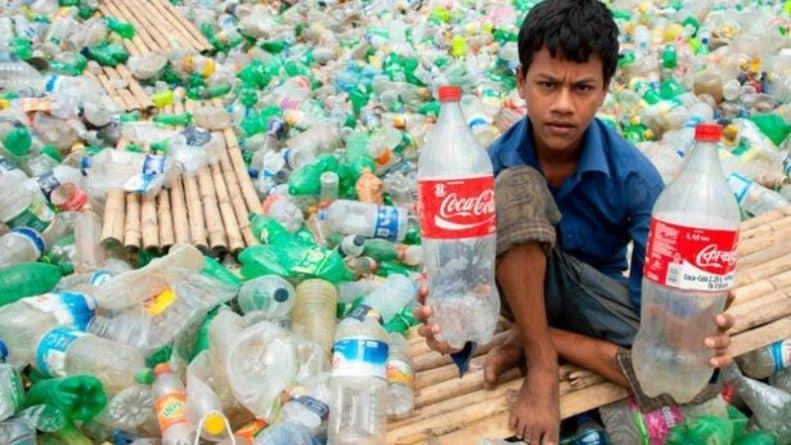 """Популярное: Британский """"пластиковый позор"""": Великобритания отправляет тонны бытовых отходов за границу, который сортируется детьми"""