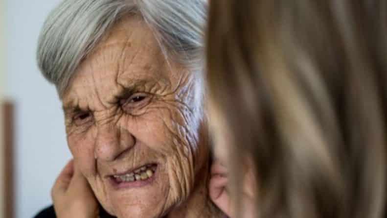 Общество: 14 худших домов престарелых Британии, где пожилые люди живут грязные и полуголодные