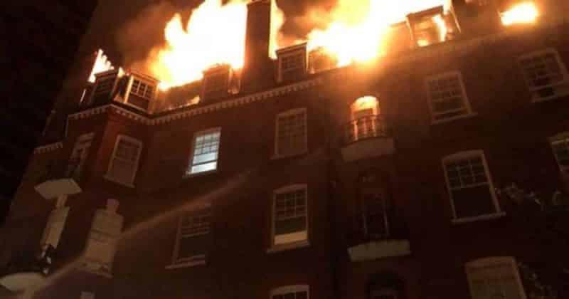 Общество: Пожар в Камдене: пламя, охватившее историческое жилое здание, видно на мили вокруг