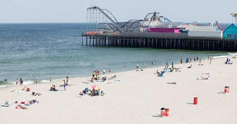 Общество: В Нью-Джерси пляжный зонт насквозь пронзил ногу пожилой британки