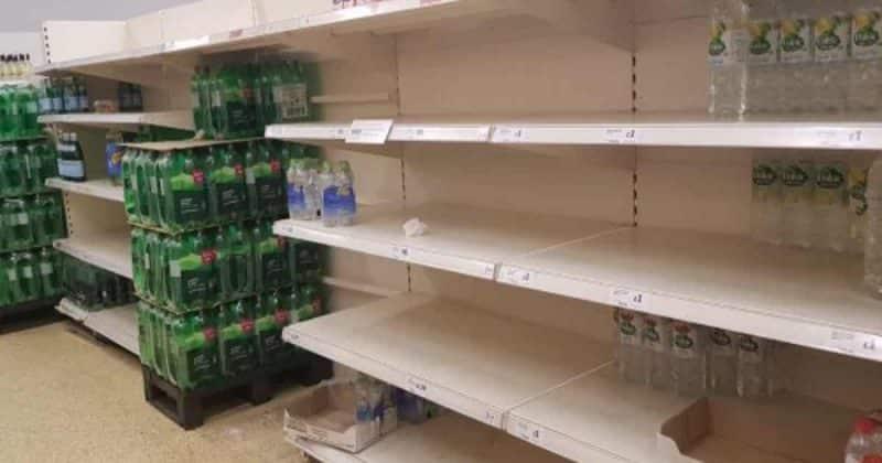 Общество: Апокалипсис: британцы делятся фотографиями пустых полок в крупнейших супермаркетах