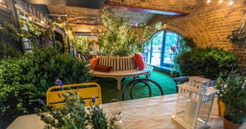 Досуг: В Лондоне открылась пиццерия, переступив порог которой оказываешься в тропическом раю