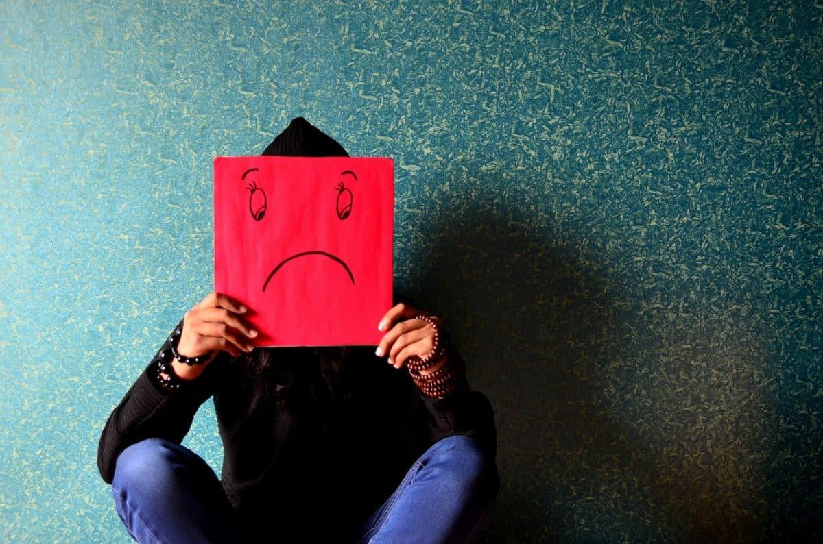 Психологические проблемы признаны причиной бедности