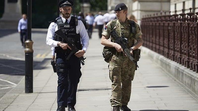 Полицейский и военный