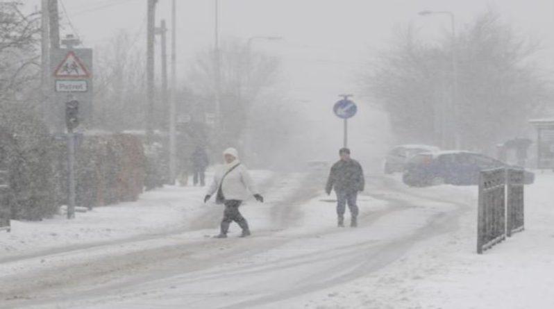 """Погода: Метеорологи бьют тревогу: на Великобританию может упасть """"снежная бомба"""", уже накрывшая США и Канаду"""