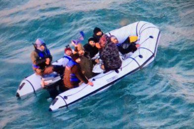 люди в надувной лодке