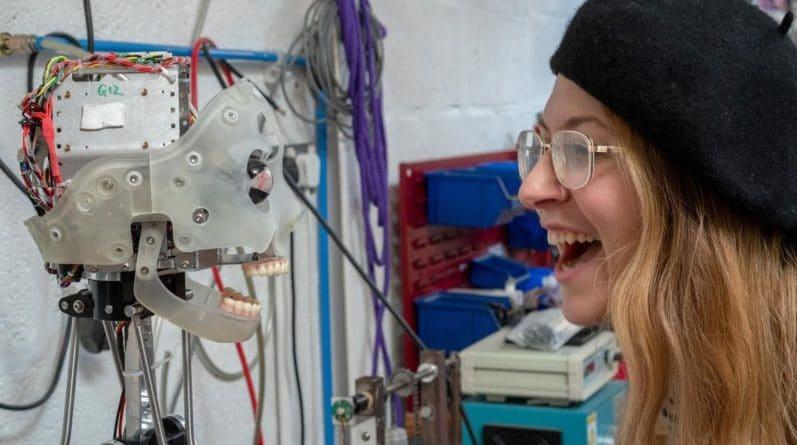 Технологии: Первый в мире робот-художник представит свою выставку картин в Оксфордском университете