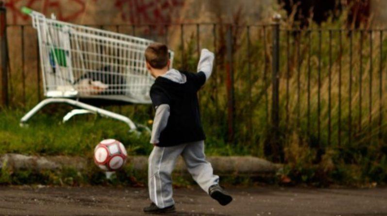 Общество: Более 4 млн детей живут за гранью бедности в Великобритании
