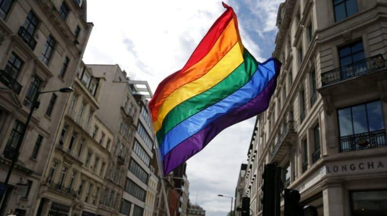 Общество: Историческое голосование: правительство приняло закон об обязательном изучении ЛГБТ в начальной школе