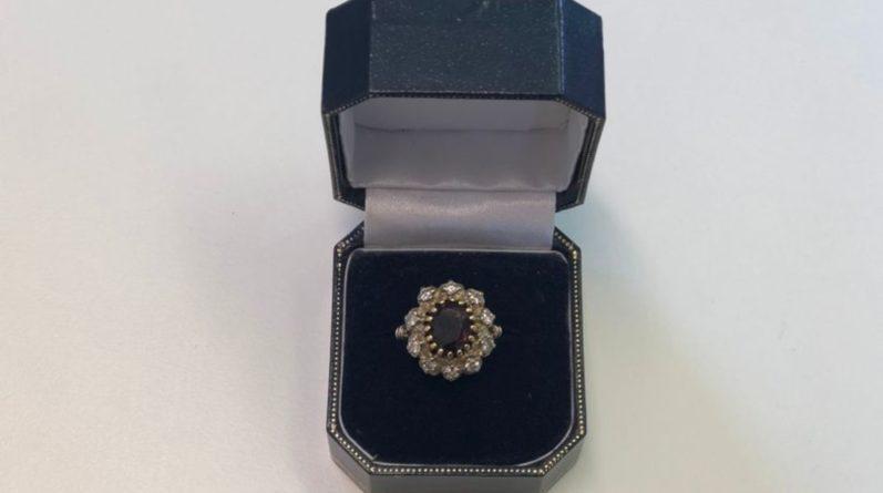 Популярное: Невеста, отзовись: на лавочке в парке кто-то забыл обручальное кольцо с бриллиантами