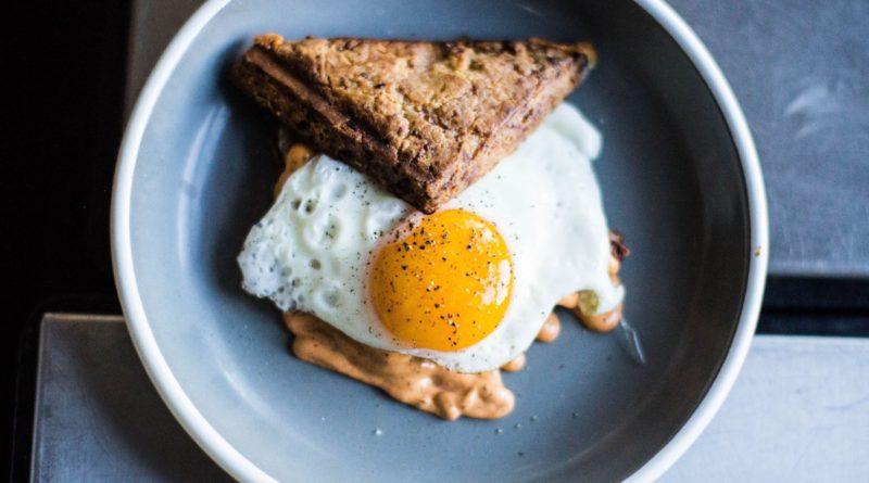Здоровье и красота: Каждый год британцы выбрасывают свыше 700 миллионов яиц, ошибочно думая, что срок их годности истек