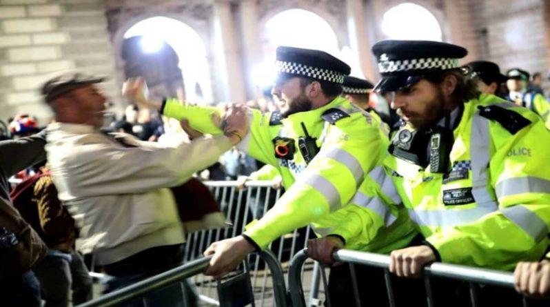 Общество: Brexit: 10 тысяч офицеров национальных вооруженных сил готовы к хаосу в случае отсутствия сделки