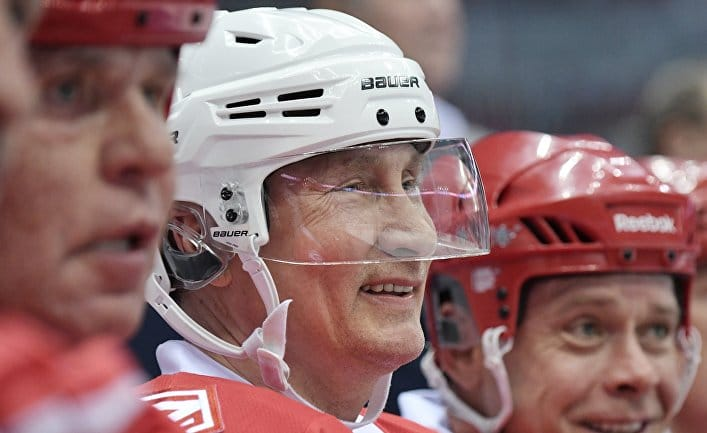 Общество: The New York Times (США): Путин выигрывает и падает на хоккейный лед